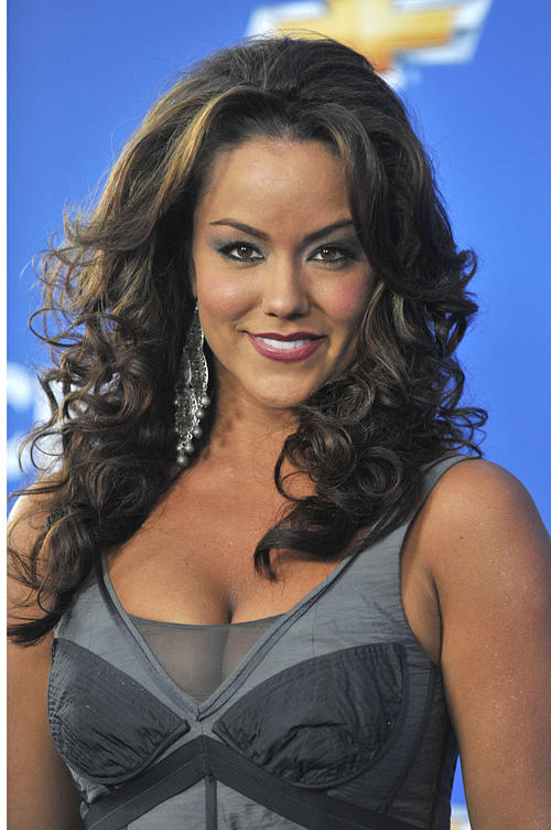 Katy Mixon Bio, Age, Height, Weight, Career, Net Worth ... Katy Mixon